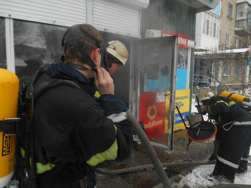 У Новій Каховці пожежні ліквідували загоряння в кіоску, фото-1