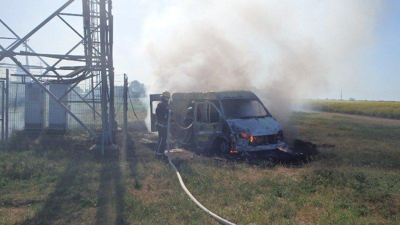 Каховські рятувальники загасили пожежу в автомобілі, фото-1