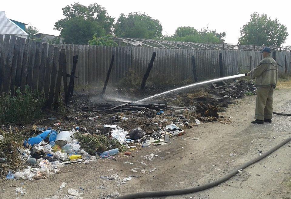 Олешківські рятувальники загасили пожежу у приватному домоволодінні, фото-1