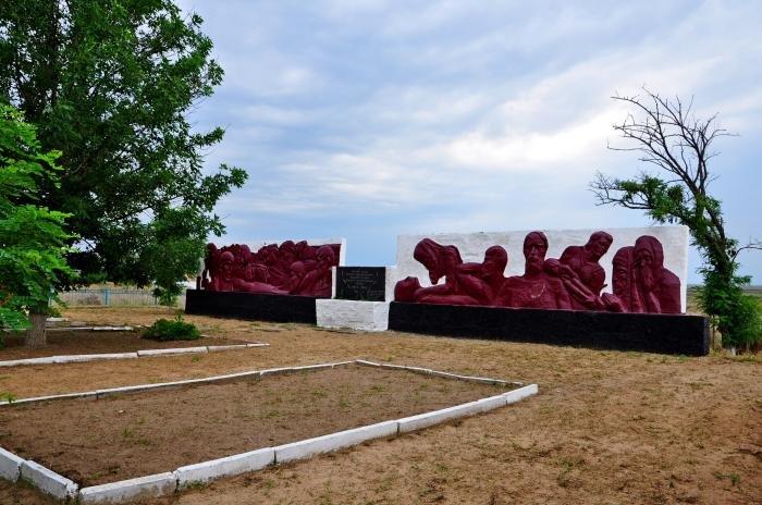 На Херсонщине реконструируют мемориальный комплекс за почти 1,5 млн гривен , фото-1