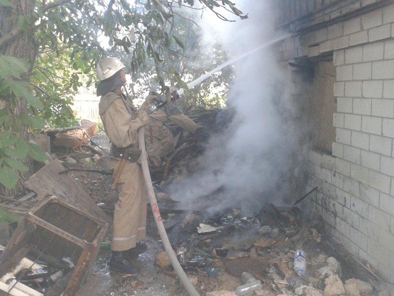 У м.Олешки рятувальники ліквідували займання в допоміжній споруді  , фото-1