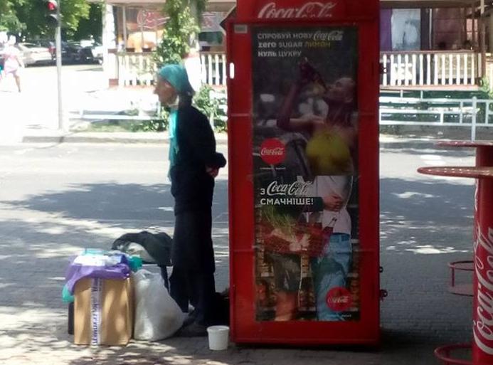 У центрі Херсона неповнолітнім продають цигарки   , фото-1