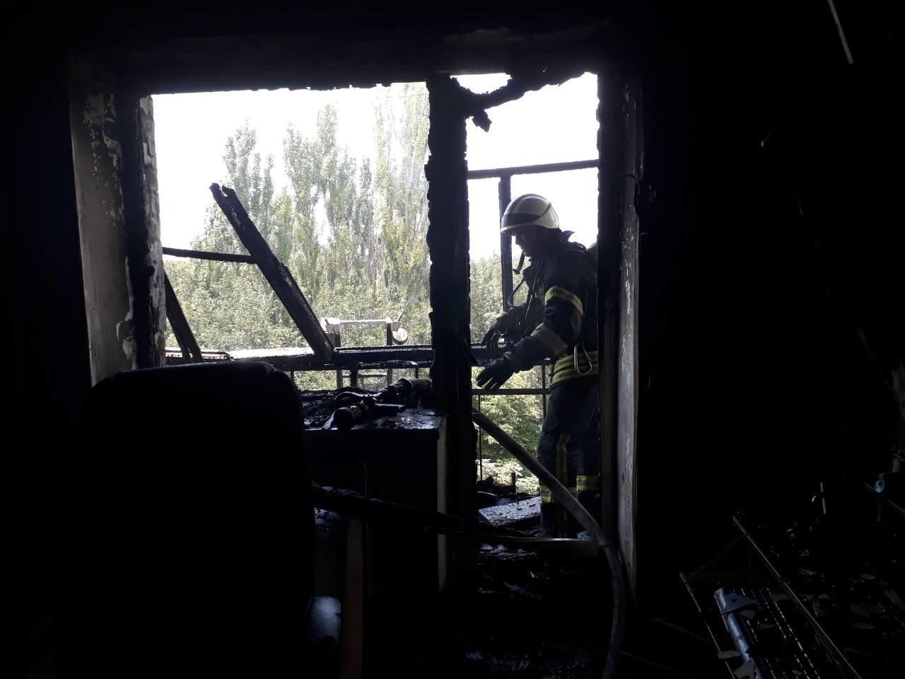 Рятувальники розповіли подробиці вчорашньої пожежі у Херсоні, фото-1