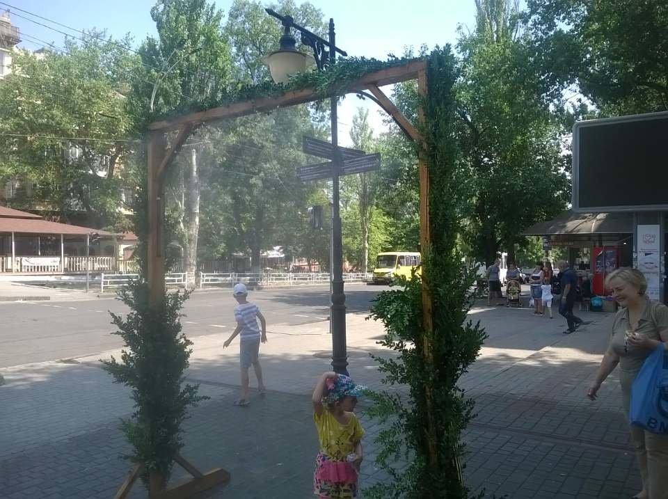 В Херсоне установили еще одну освежающую арку (фото), фото-1