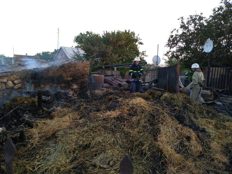 У Новотроїцькому районі рятувальники тричі виїжджали на гасіння пожеж з різних причин, фото-1