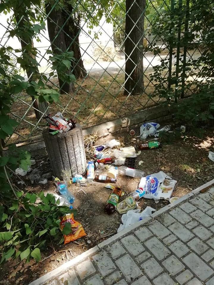 На Херсонщине детская площадка превратилась в свалку и притон (фото), фото-2