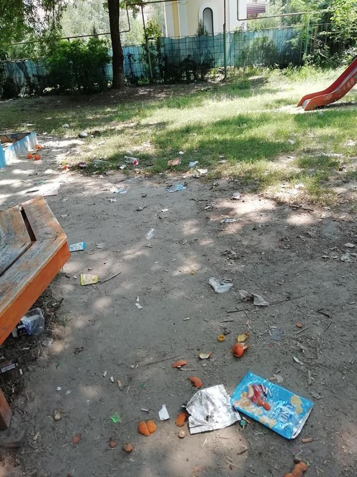 На Херсонщине детская площадка превратилась в свалку и притон (фото), фото-3