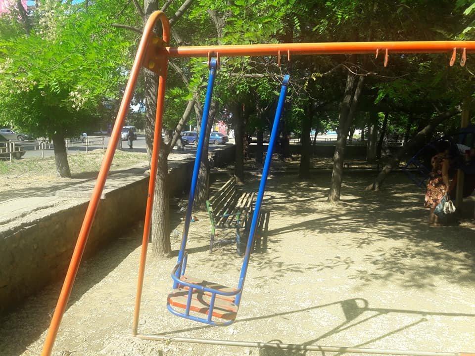 """В Херсоне детские площадки """"идут на металл"""", фото-1"""