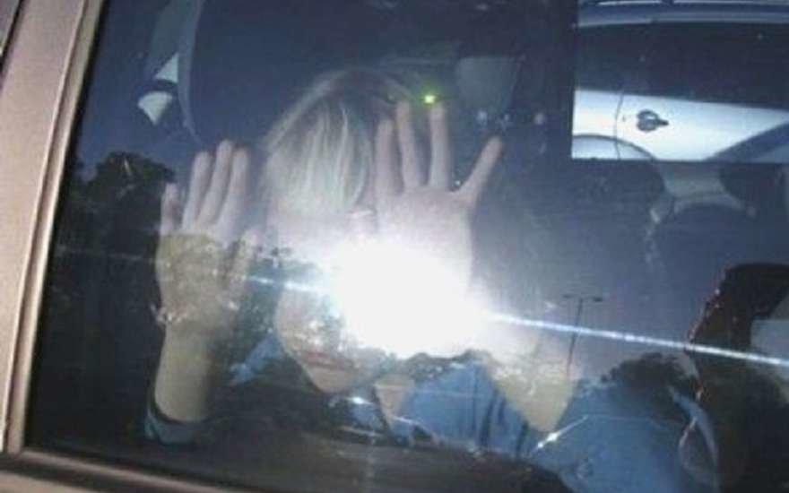 На Херсонщині поліцейські визволили із замкненого автомобіля дворічного хлопчика, фото-1