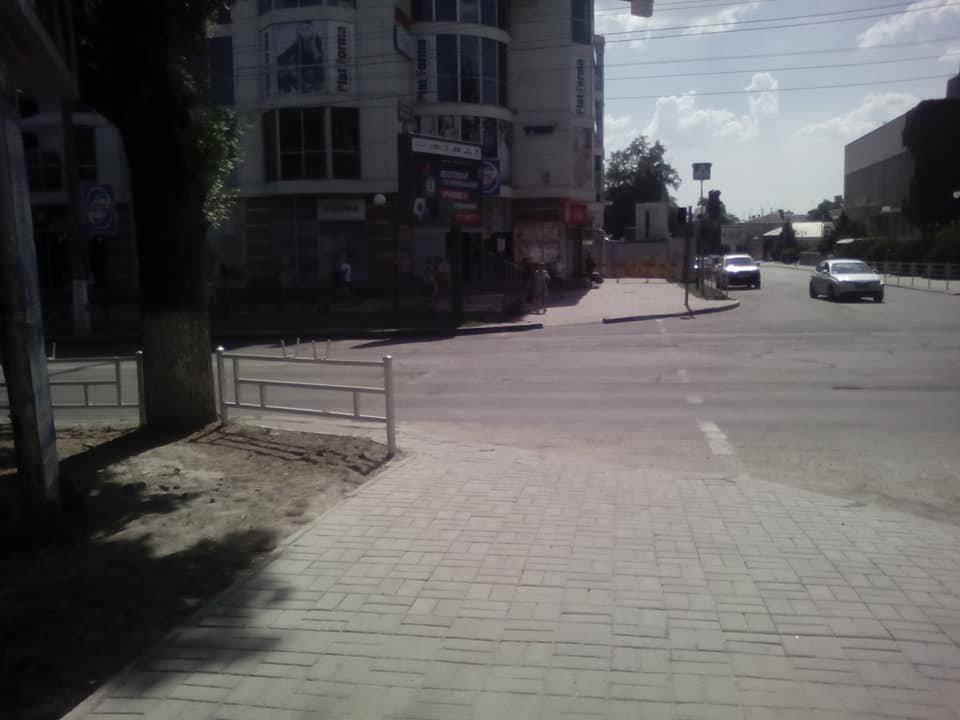 В центре Херсона отремонтировали тротуар , фото-1