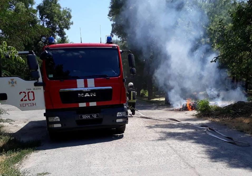 Необережне поводження з вогнем призвело до пожежі у Херсоні, фото-1