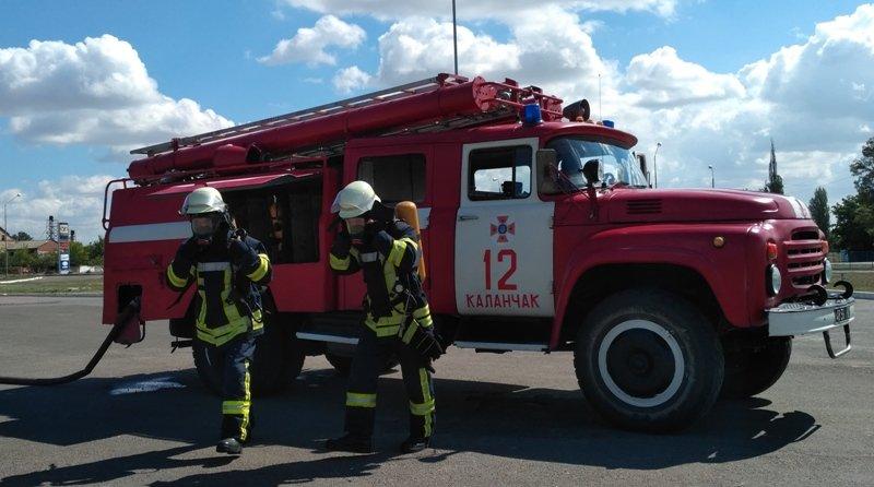 """На Херсонщині рятувальники """"гасили"""" пожежу на автозаправній станції, фото-1"""