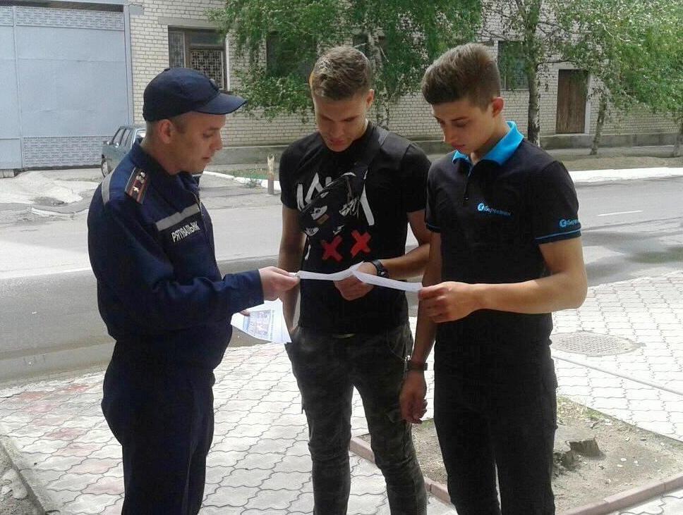 У Херсонській області рятувальники не припиняють спілкуватися з людьми, фото-1