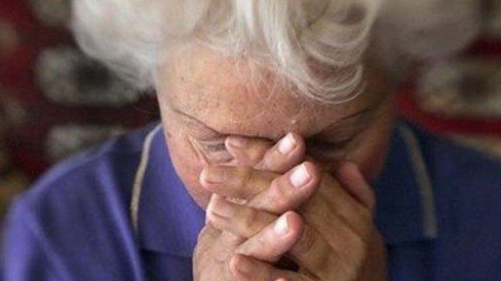 На Херсонщині пенсіонерка віддала шахраям 20000 гривень та 900 доларів США, фото-1