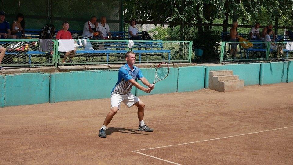 В чемпионате Херсонщины по теннису победили спортсмены из Кривого Рога и Смелы