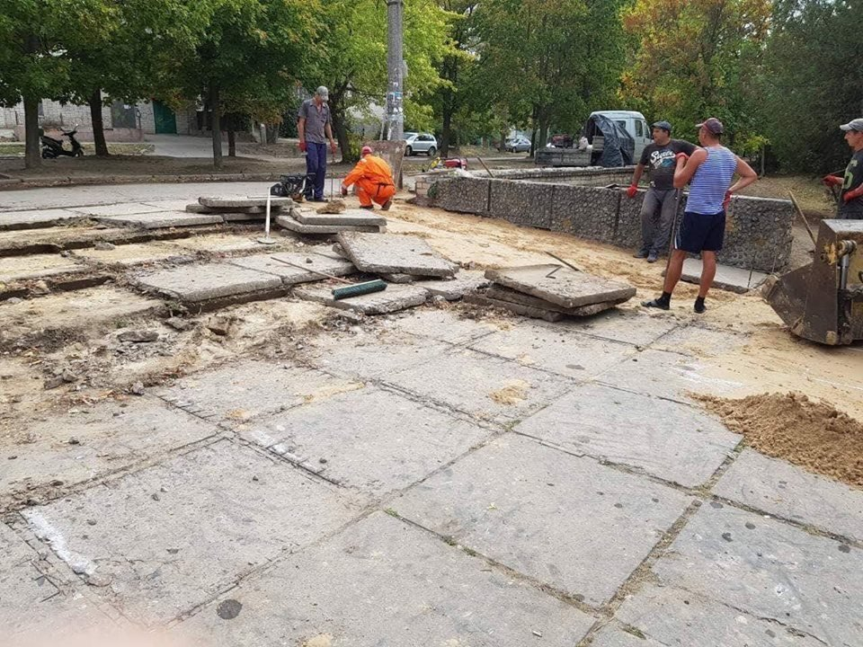 """КП """"Парки Херсона"""" принялись за ремонт ступенек в Шуменском парке (фото), фото-2"""