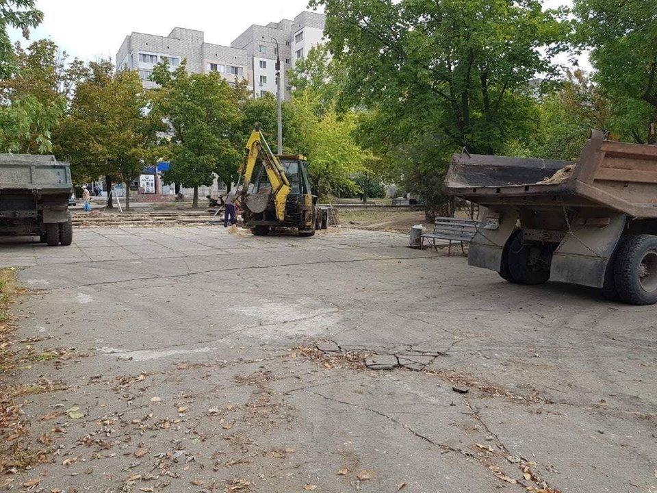 """КП """"Парки Херсона"""" принялись за ремонт ступенек в Шуменском парке (фото), фото-1"""