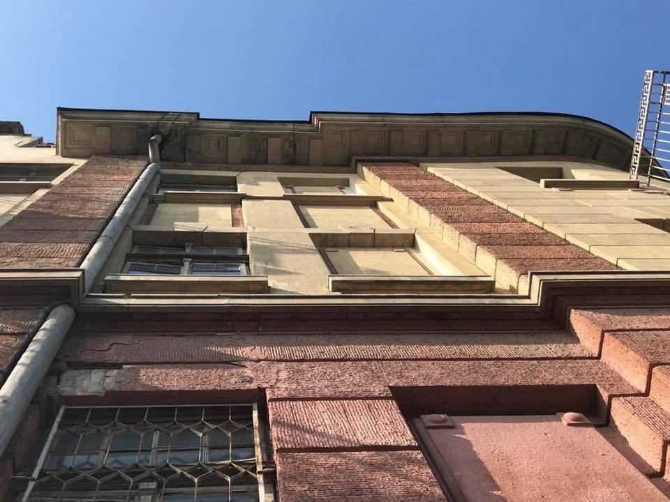 В центре Херсона рушатся фасады домов (фото), фото-1