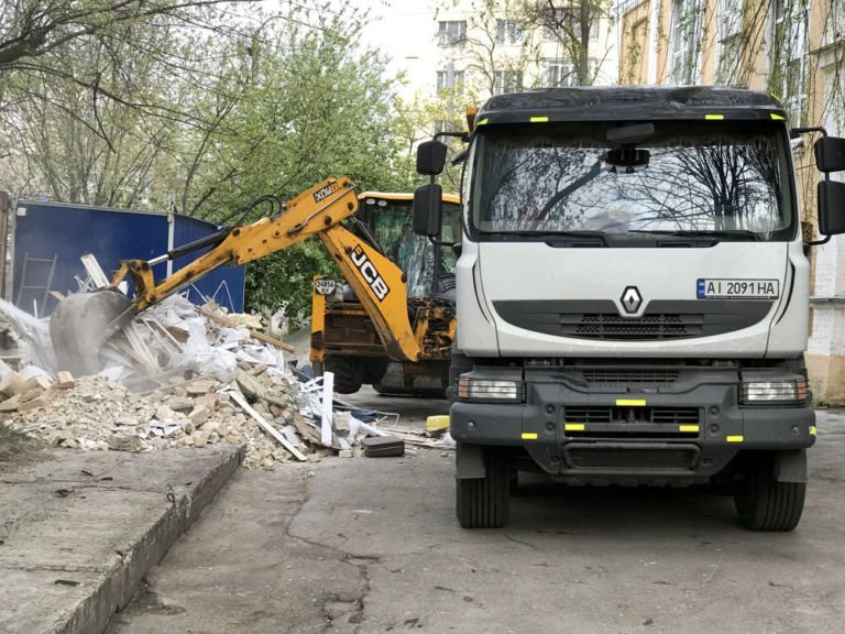 Как быстро очистить территорию от строительного мусора?, фото-1