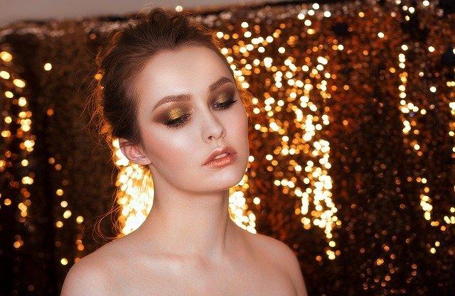 Які засоби макіяжу обов'язково повинні бути в жіночій косметичці?, фото-3