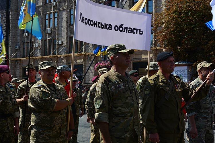 Военнослужащие Херсонщины прошлись колонной в Марше ветеранов по главной улице Киева