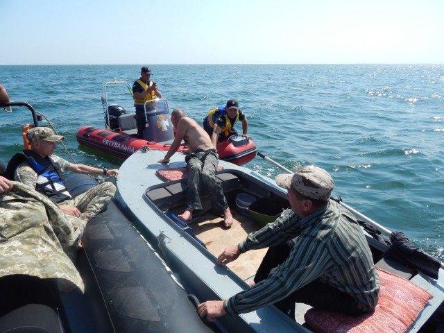 В Черном море тонули рыбаки: на помощь пришли пограничники и бойцы Херсонской службы спасения