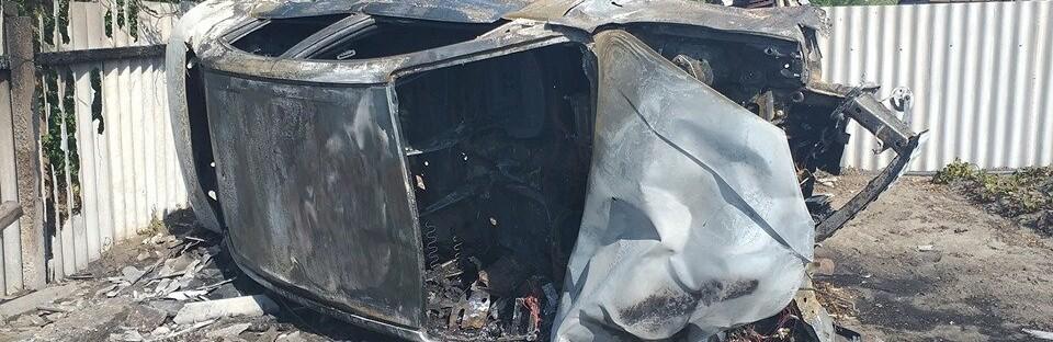На Херсонщине страшное ДТП: иномарка врезалась в дом и загорелась, пожар сняли на ВИДЕО