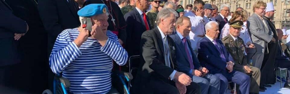 Дядя Гриша из Херсона занял место экс-президента Порошенко в День Независимости в Киеве