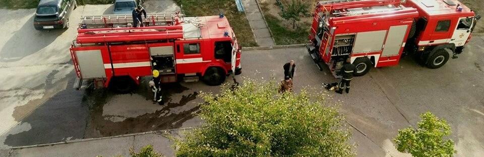 В Каховке пылала многоэтажка: кто-то выбросил окурок с верхнего этажа
