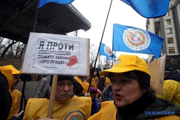 Збір підписів та масові протести у центрі Херсону